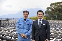 「坂元醸造株式会社」醸造技師の坂元宏昭さん(左)と営業部課長の宮原洋志さん。同社と生協コープかごしまとはもう30年来のお付き合い。